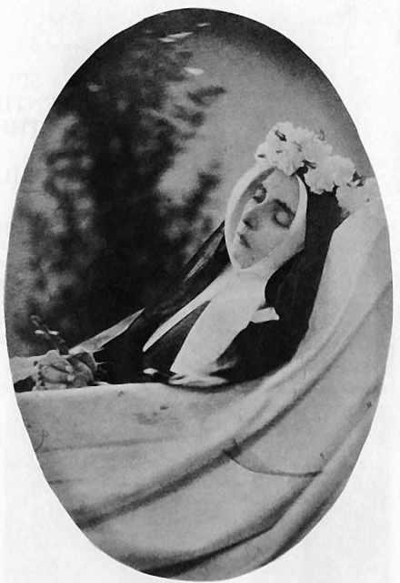 Santa Bernadette em seu velório, abril 1879, Nevers