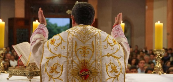 Resultado de imagem para Os gestos e as posições do corpo na Missa